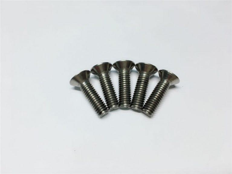 M3, M6 titanový šroub s válcovou hlavou s válcovou hlavou a hlavou s titanovou přírubou pro chirurgii páteře
